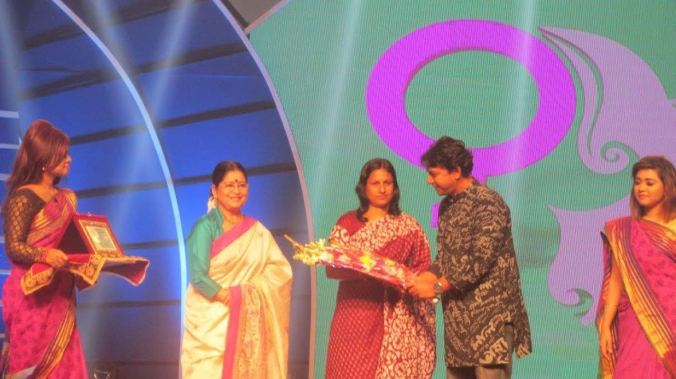 shajeda_begum_receives_award